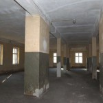 Wnętrze sali więziennej, stan z roku 1945 po wyzwoleniu obozu. Fot. I. Płuska