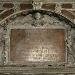 Fragment nagrobka Stefana Batorego. Stan przed konserwacją.